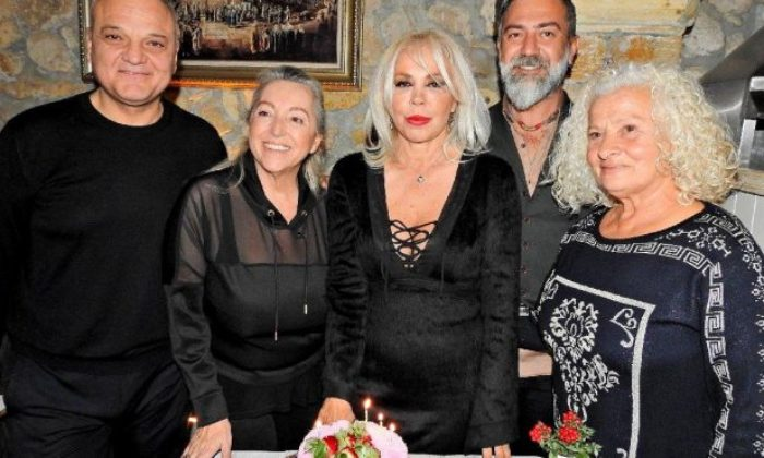 Semiha Yankı, yeni yaşını dostlarıyla kutladı
