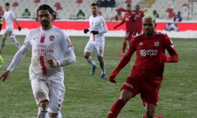Antalyaspor Sivasspor'u kupanın dışına itti