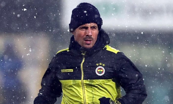 Fenerbahçeli futbolcu Emre Belözoğlu'nın sol bacağında yırtık tespit edildi
