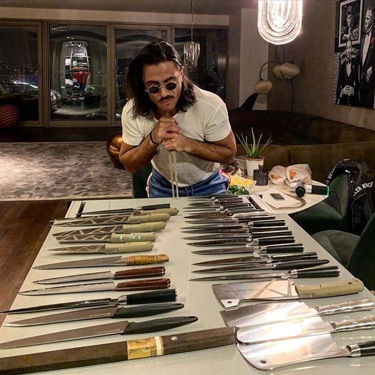 Nusret Gökçe, bıçak koleksiyonunu paylaştı: Maşallah ev cephanelik gibi