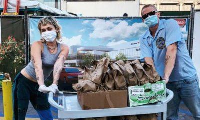 Miley Cyrus, sevgilisi Cody Simpson ile sağlık çalışanlarına yemek dağıttı
