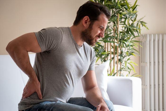 Bel ağrısının belirtileri ve tedavi yöntemleri