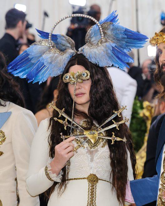 Şarkı sözleri nedeniyle eleştirilen Lana Del Rey: Çarmıha gerildim