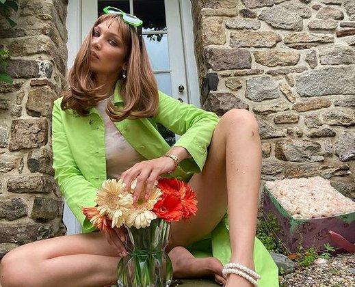 Bella Hadid'den 'vazo sansürlü' pozlar