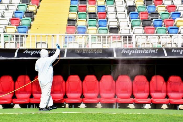 Bornova Stadı'nda koronavirüs temizliği