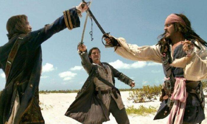 Karayip Korsanları 2 konusu ve oyuncu kadrosu… Karayip Korsanları 2 Ölü Adamın Sandığı filmi oyuncuları kimler?