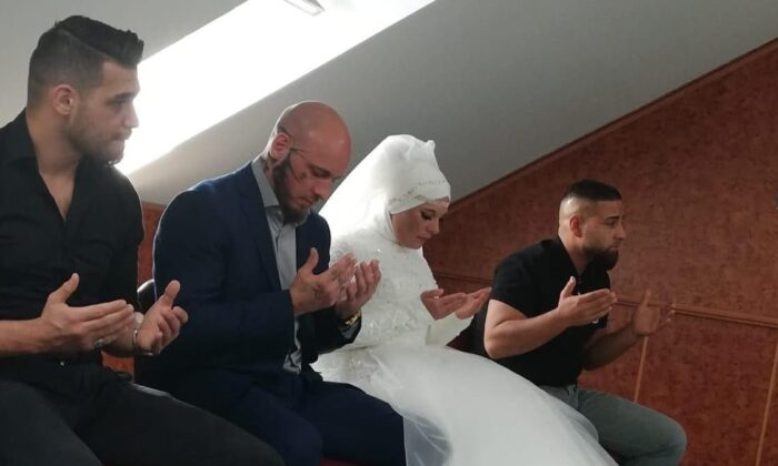 Şampiyon dövüşçü Willi Ott'un nişanlısı da İslam'ı seçti