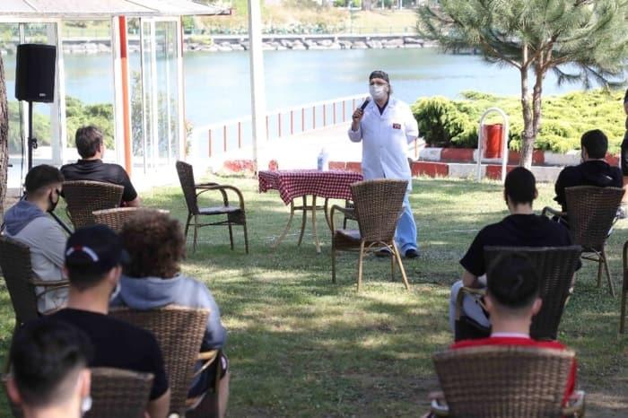 Samsunspor tüm ekibiyle koronavirüs semineri yaptı