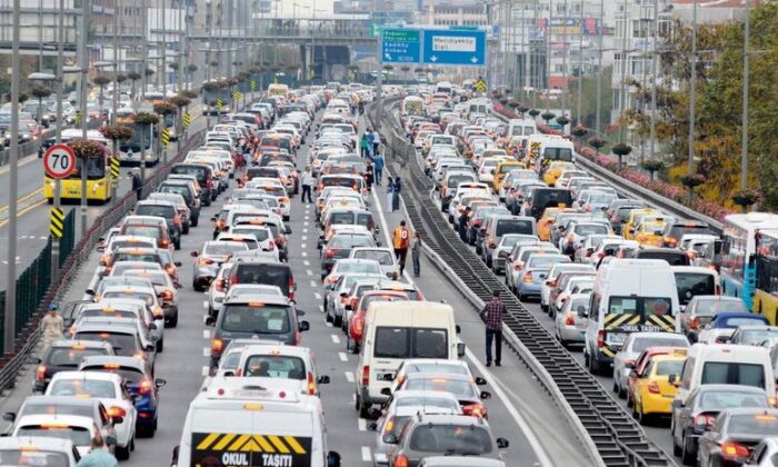 Trafiğe kaydı yapılan araçlar yüzde 44 düştü