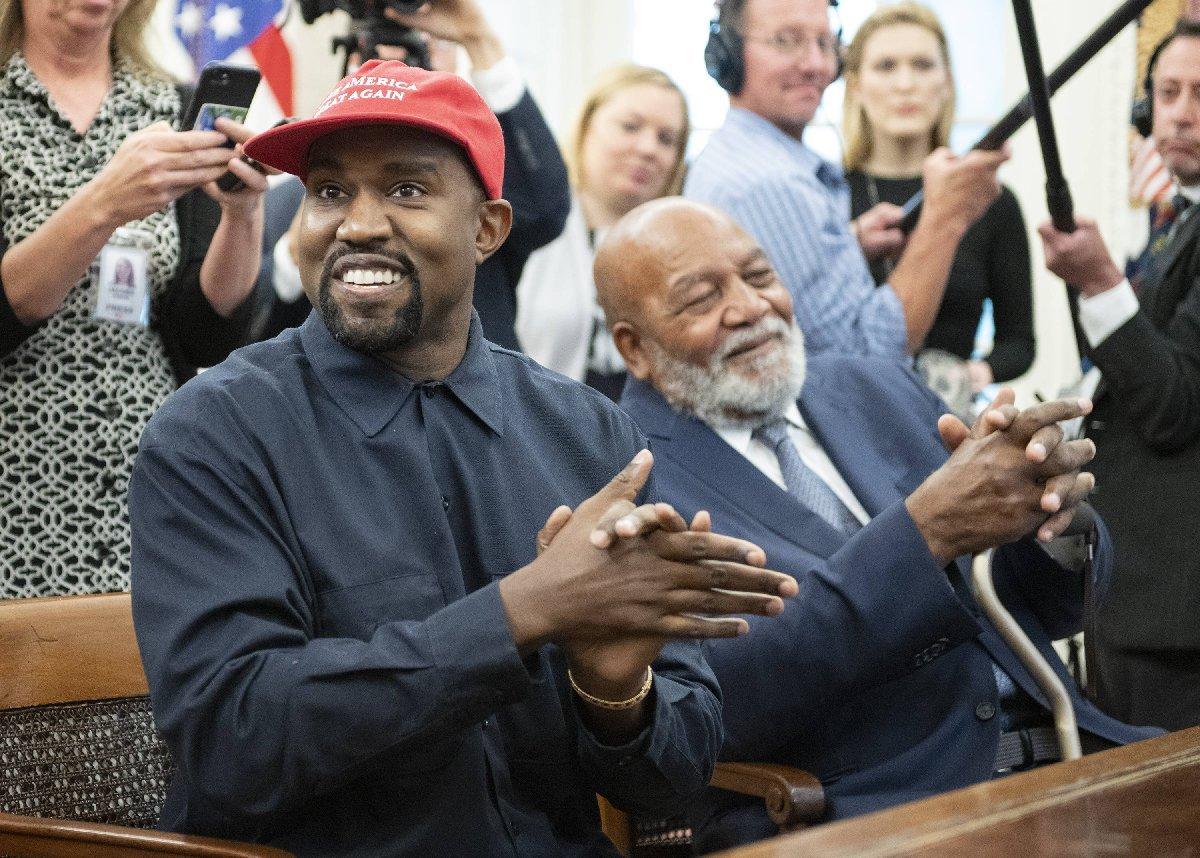 Kanye West başkanlık yarışından çekildi
