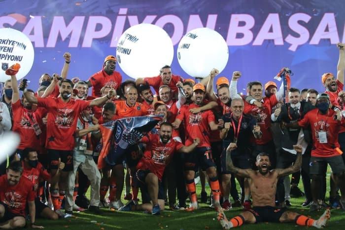 Medipol Başakşehir tarih yazdı! Şampiyon Başakşehir