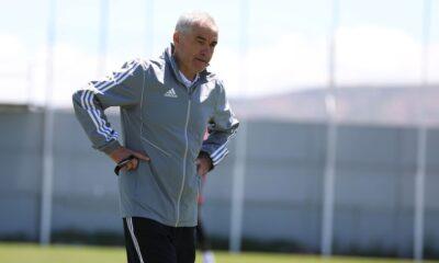 Sivasspor Teknik Direktörü Çalımbay, bir haftada üç maç oynayacak olmalarına tepki gösterdi
