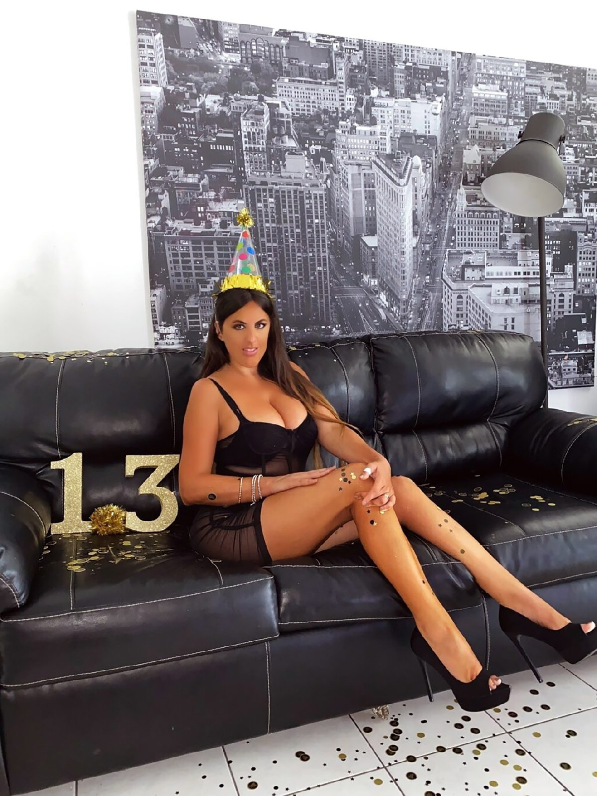 İtalyan model Claudia Romani'den 1.3 milyon takipçi kutlaması