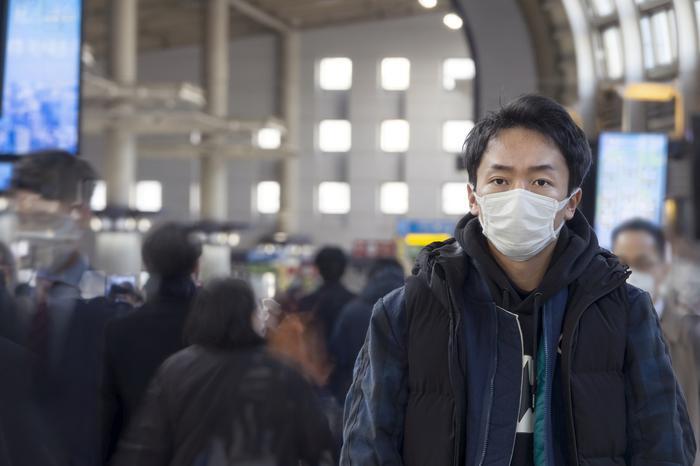 Yere atılan maske çevre sağlığı için tehdit oluşturuyor