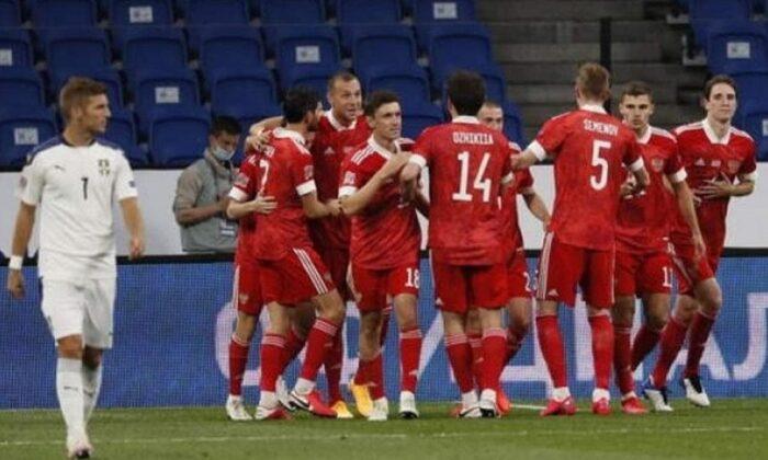 Rakip Rusya Sırbistan'ı 3 golle geçti