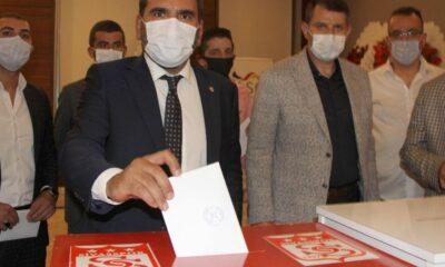 Sivasspor'da Mecnun Otyakmaz başkanlığa yeniden seçildi
