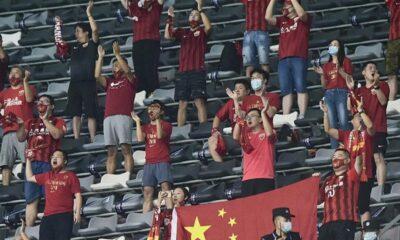 Çin'de futbol seyirciyle döndü
