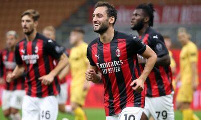 Hakan Çalhanoğlu coştu, Milan turladı