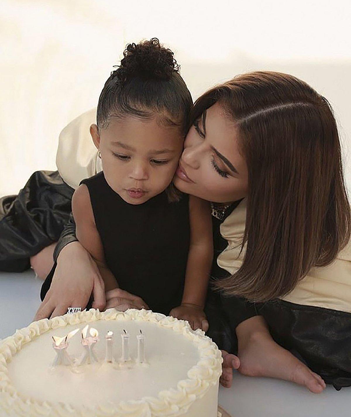 Kylie'den kızına tepki çeken hediye! Okul çantası 93 bin lira