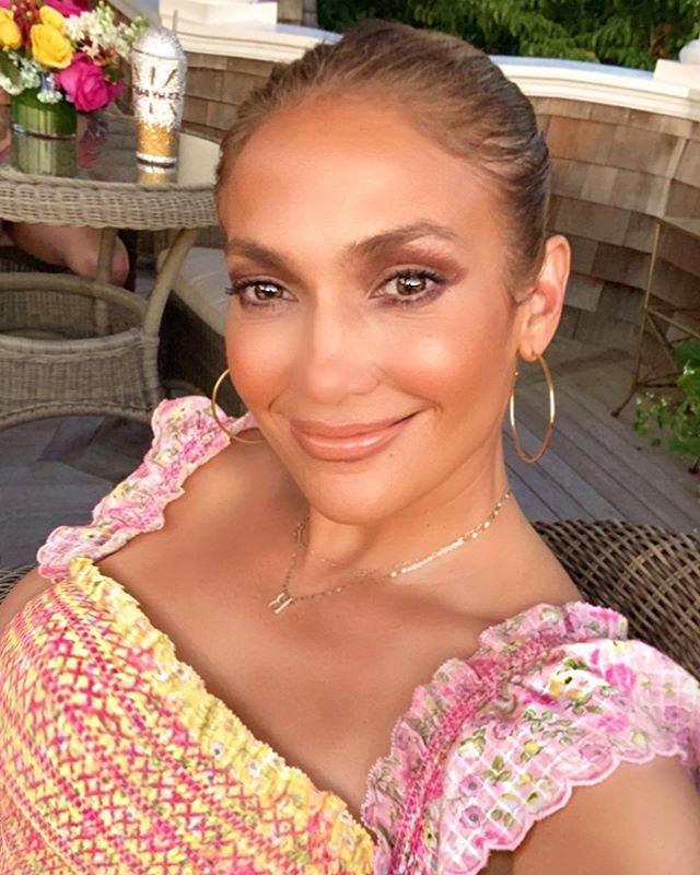 Jennifer Lopez de kendi kozmetik markasını çıkarıyor