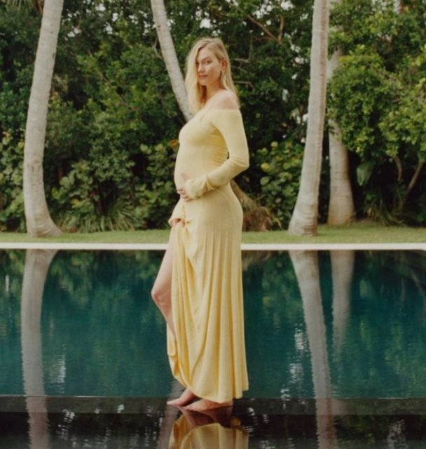 Karlie Kloss'tan ilk hamilelik pozu
