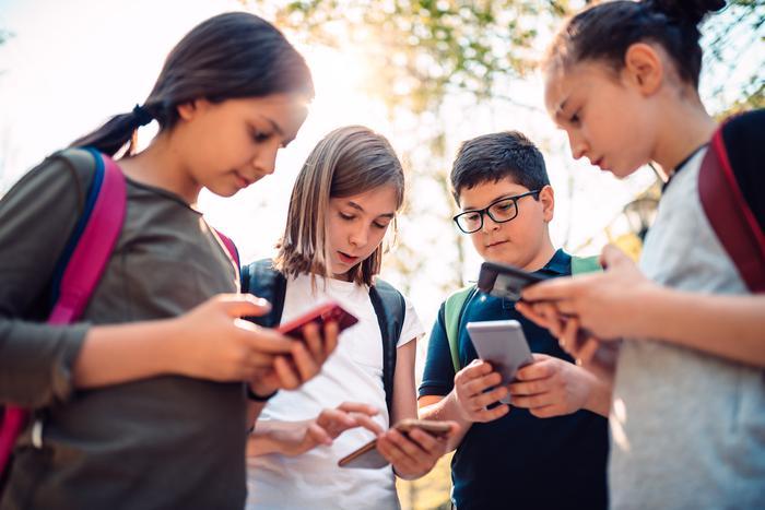Sosyal medya 10 ile 16 yaş arasındaki çocukları kötü etkiliyor