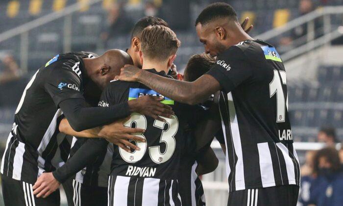 Beşiktaş'ın gol yükü Larin ve Aboubakar'da