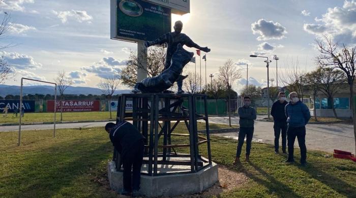 Bursaspor'da efsane kaptan Batalla'nın heykeli yapıldı
