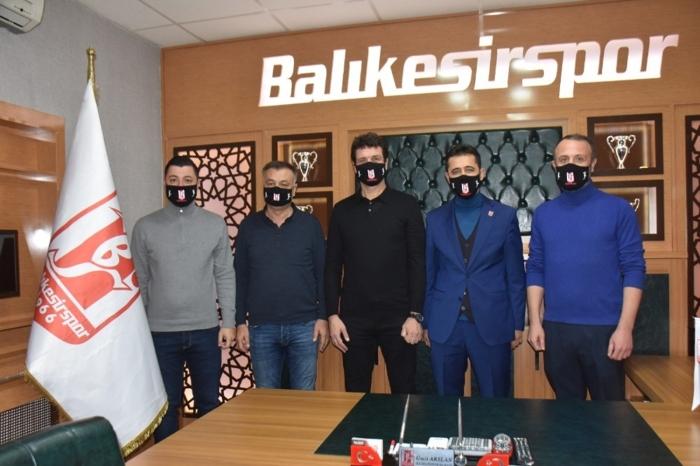 Cihat Arslan'dan Balıkesirspor'a 1,5 yıllık imza