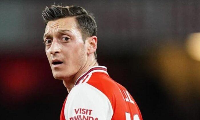 Mesut Özil'e Arsenal taraftarından tepki