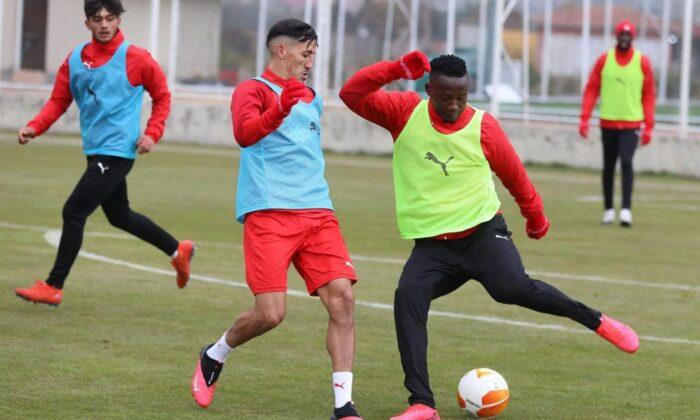 Sivasspor'da Villarreal mesaisi başladı