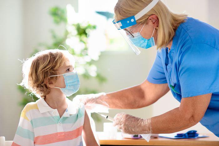 Çocuklar koronavirüs aşısı olmalı mı?