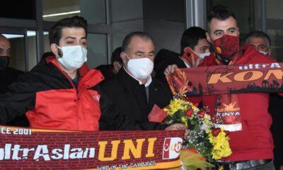 Galatasaray kafilesi Konya'da çiçeklerle karşılandı