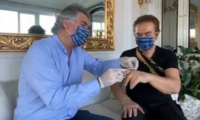 Orhan Gencebay'ın parmağı evinde tedavi edildi