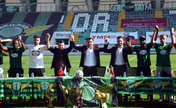 26 transfer yapan Akhisarspor'dan imza şov