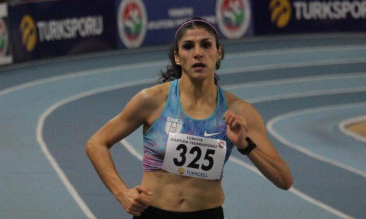 300 metre salonda Milli atlet Elif Polat rekor kırdı