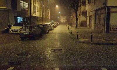 Çanakkalede sokaklar beyaza büründü