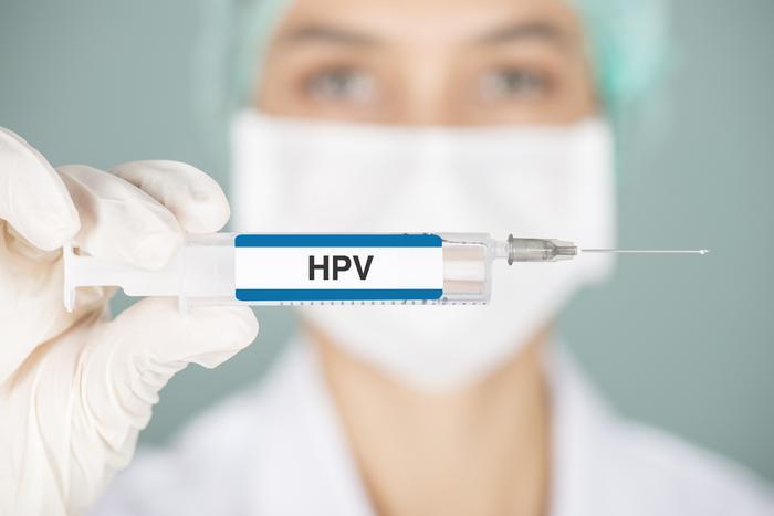 HPV enfeksiyonu cinsel ilişki ile bulaşıyor
