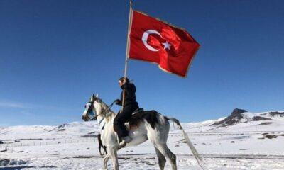 Selen Görgüzel doğum gününde cirit atı Poyraz'a bindi