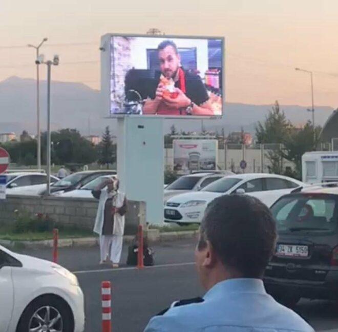 Ümit Erdim görüntüsünün izinsiz kullanılmasından şikayetçi oldu