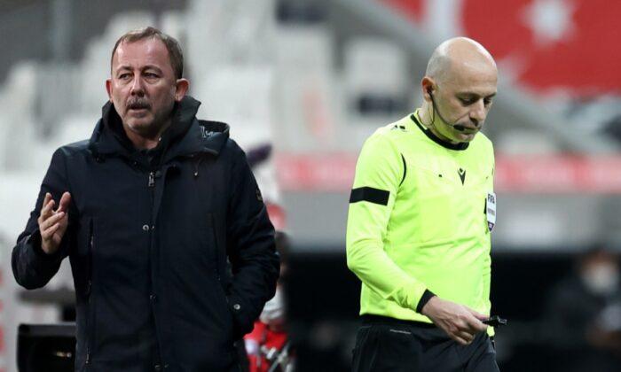 Cüneyt Çakır'ın kararı maça damga vurdu!