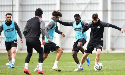 Konyaspor'da 3 oyuncu ceza sınırında