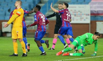 Trabzonspor, direklere ve 18'lik kaleciye takıldı!