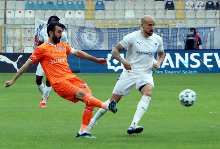Başakşehir, Erzurumspor'u 10 kişiyle devirdi
